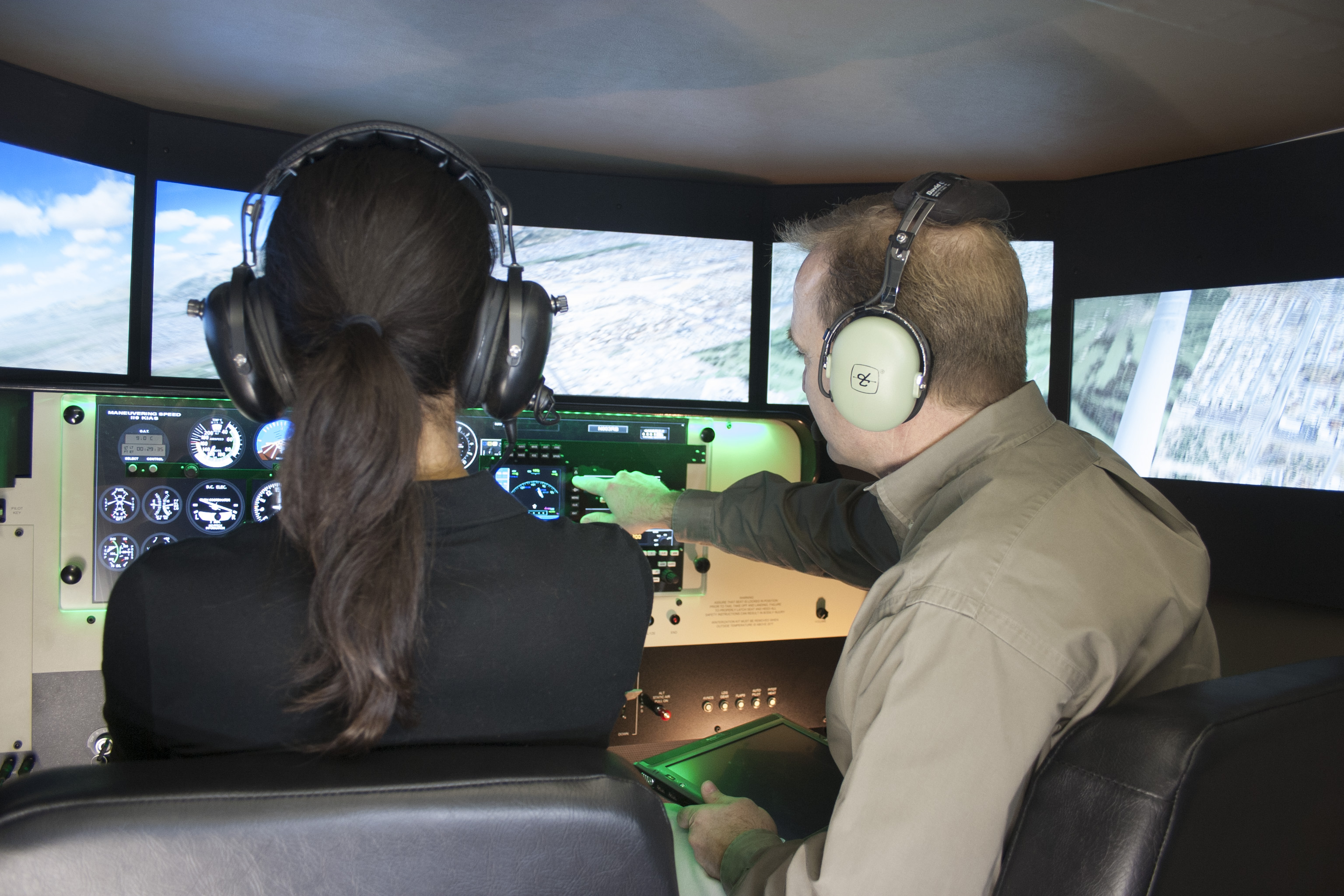 How to Be a Good Instructor in the Cockpit, Classroom, and Simulator